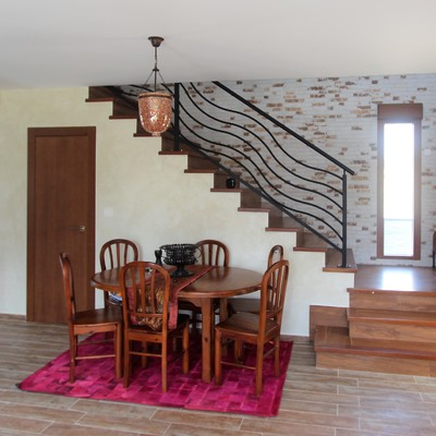 Escalera madera en salón