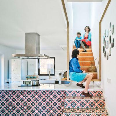 escalera que puede ser utilizada como mesa