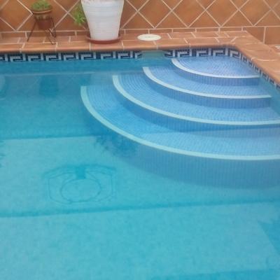Escalera redonda de piscina.