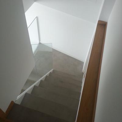 Escalera Vidrio y  Microcemento