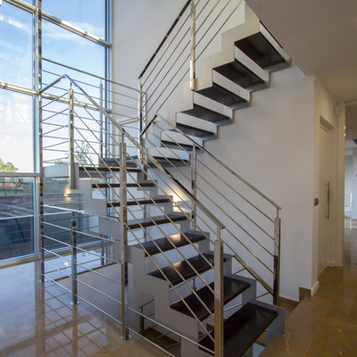 Escalera-vivienda-unifamiliar-lledo