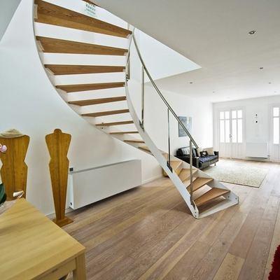 Escalera y salón