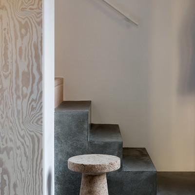 Escaleras de cemento pulido