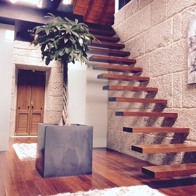 Escaleras subida a atico