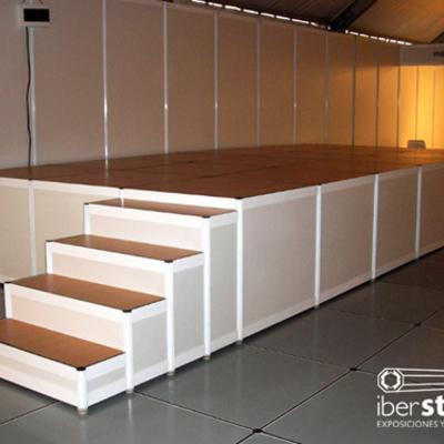 IberStand realiza el montaje de  todo tipo de tarimas modulares, escenarios, pasarelas y gradas para eventos, actos y ferias