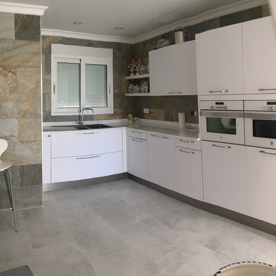 Espacio cocina en zonas amplias y abiertas al salón