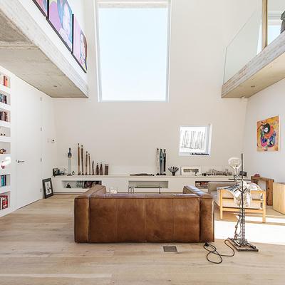 Una casa contundente y minimalista a la vez