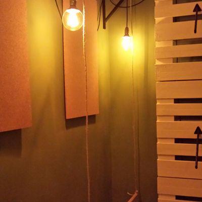 Instalación de luminarias de decoración para tienda de ropa exclusiva