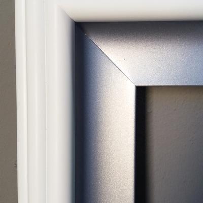 Lacado en blanco y plata de marco espejo