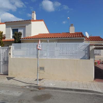 Cierre de fachada y pavimentado y alicatado de terraza