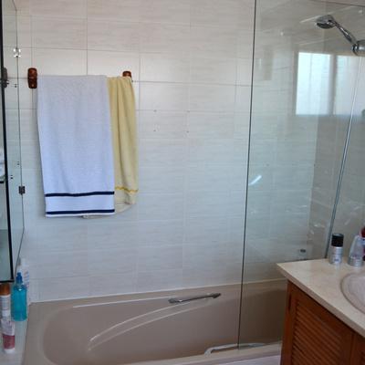 ARZÚA ARQUITECTOS: Reforma baño