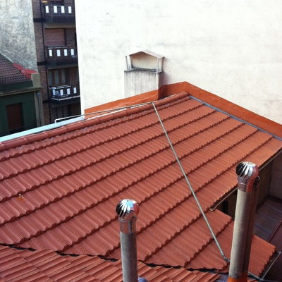 Rehabilitación de tejado en C/Cabrales en Gijón