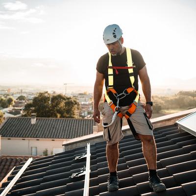 Instal·lació fotovoltaica residencial amb micro-inversors Enphase