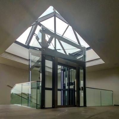 Ascensor interior con estructura cristal panorámica