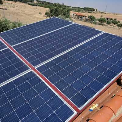 Instalación fotovoltaica aislada en chalet