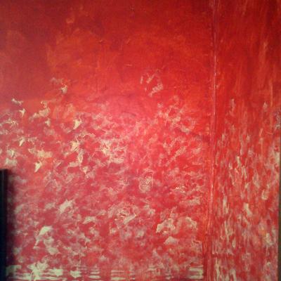 Estucado rojo con efecto esponjado  en entrada