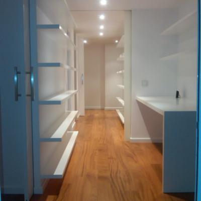 Reforma interior de una vivienda en la calle Migdia 53-55 de Girona.