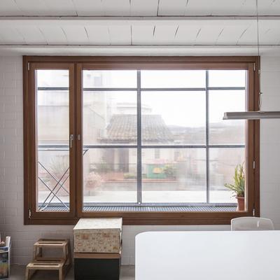 Estudio con doble cerramiento de fachada
