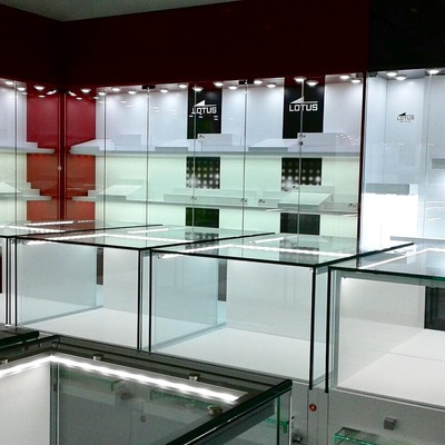 Limpieza de Vitrinas Expositoras en Relojería/Joyería