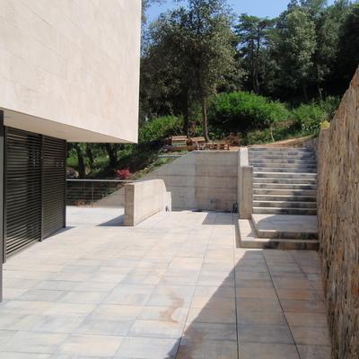 exterior, accés al jardí