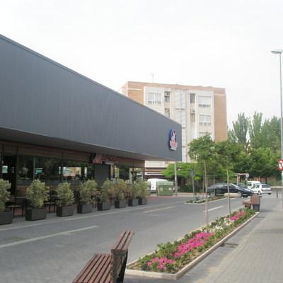 Edificio Comercial y Parking público