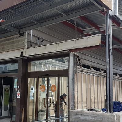Reforma de fachada de supermercado
