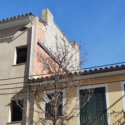 Obra enfoscado lateral fachada en tejado de dos aguas