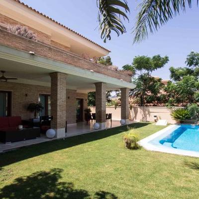 Fachada casa Carmelo en campo de golf de Alicante