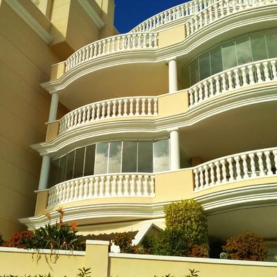 Cortinas de cristal en balcón curvado
