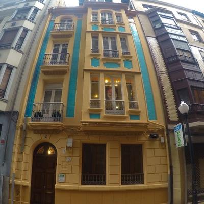 Pintura de fachada en C/Pelayo en Gijon