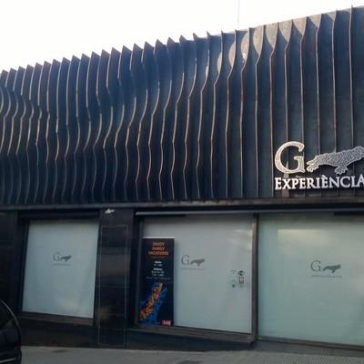 Sala exposiciones con proyeccion audivisual 4 d sobre Gaudí