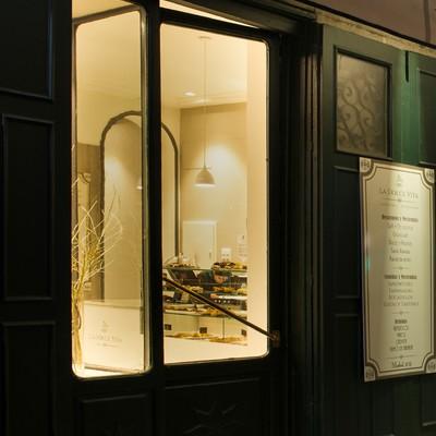Fachada iluminada Cafetería/Pastelería La Dolce Vita