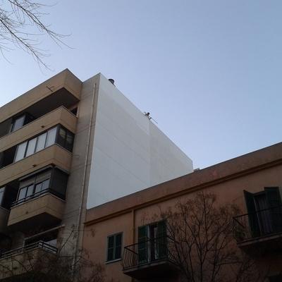 Revestimiento de fachada lateral.