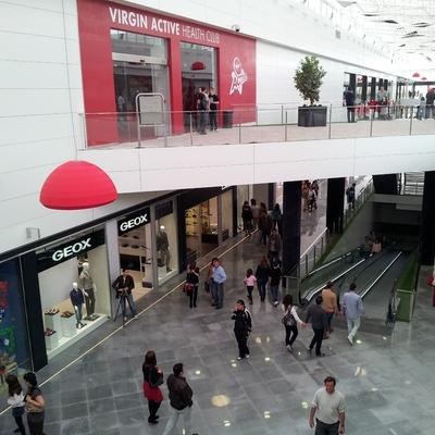 Fachada / Pasillo Centro Comercial 02