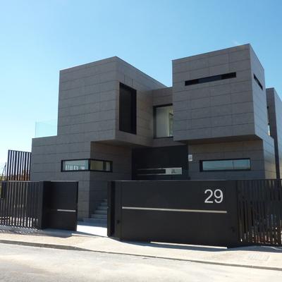 Ideas y fotos de fachadas modernas piedra para inspirarte for Piedras para fachadas minimalistas