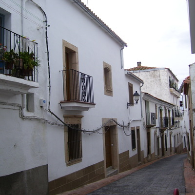 Fachada principal, acceso a planta Baja