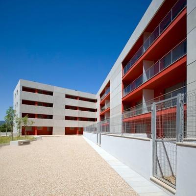 Edificio De Viviendas