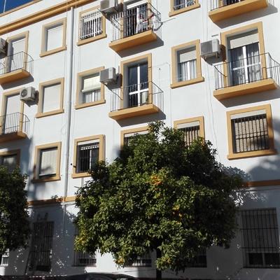 Reforma de fachada y accesos a edificio de viviendas en Sevilla