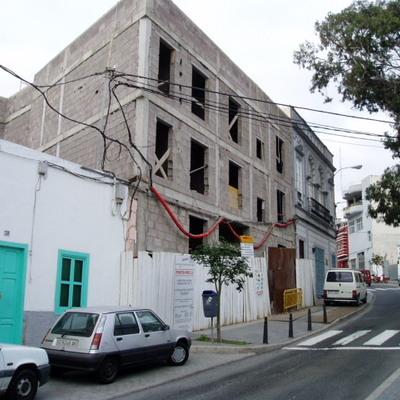 Edificio de viviendas y plazas de garaje - obra terminada