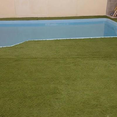 Excavación y colocacion de una piscina de poliéster