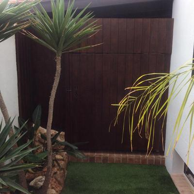 Forrado de puerta en madera y lavado manual