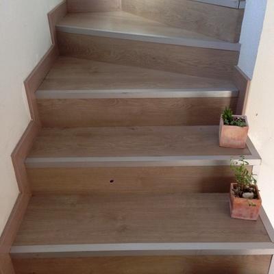 Forrado De Escalera Y Remate Con Perfil De Aluminio
