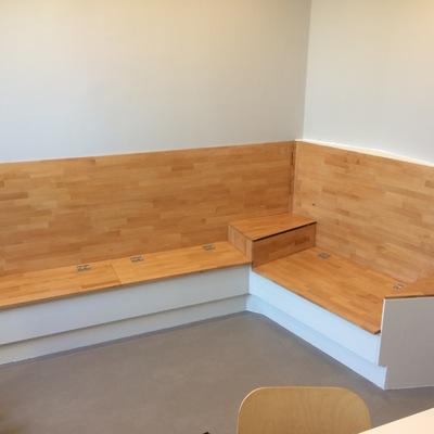 Banco de madera con baúl