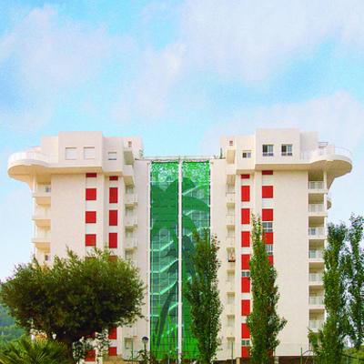 Diseño y producción de decoración de fachada de edificio.