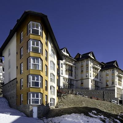 119 Apartamentos Tuíisticos, Aparcamientos y Piscina Climatizada