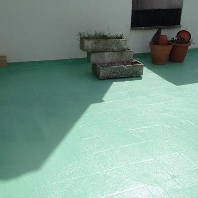 Trabajo de impermebilizacion terraza con fibra de vidrio y pintura apoxid y al final canvio de color a verde suave. Poblacion Roda de Ter(Barcelona)
