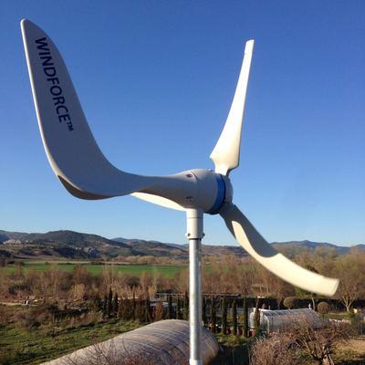 Instalación de un Aerogenerador para un sistema autónomo de suministro eléctrico en combinación con un equipo solar