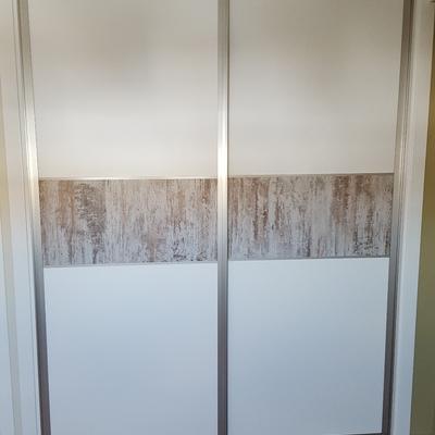 Frente de armario en sistema de hojas correderas