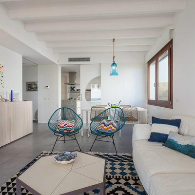 Una casa de estilo mediterráneo abierta al mar