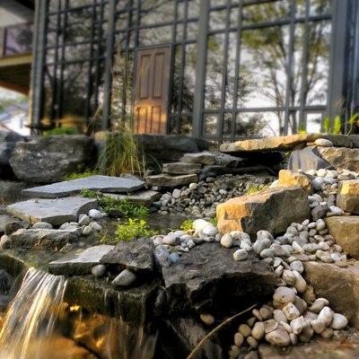 Fuente con cascada de rocas